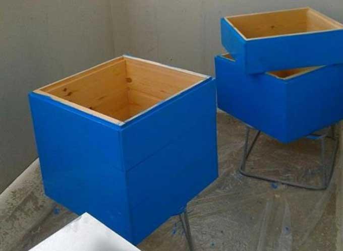 синие пчелиные домики